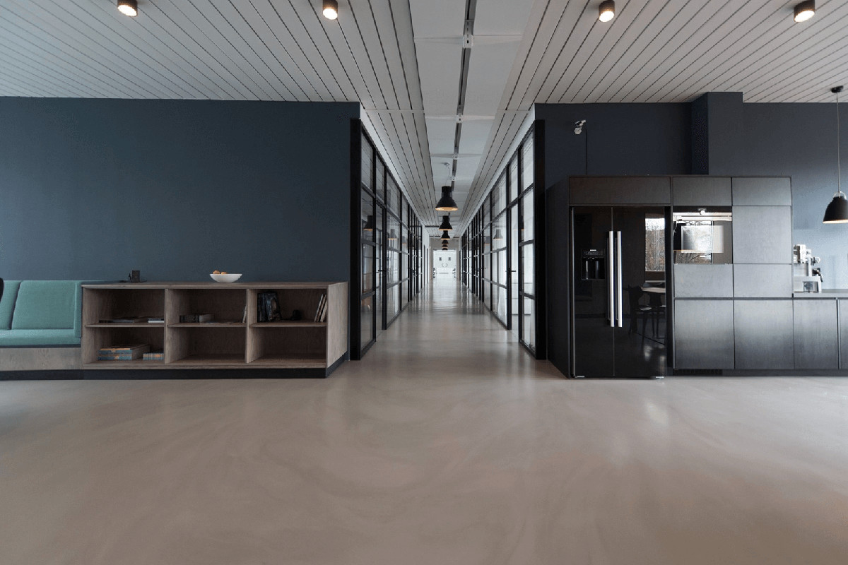 What's the difference between a hard fit out and soft fit out?